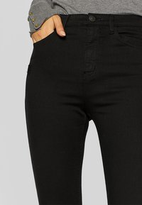 Stradivarius - MIT SUPERHOHEM BUND  - Jeans Skinny Fit - black - 4