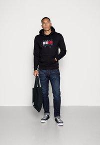 Tommy Jeans - FLAG HOODIE - Sweat à capuche - black - 1