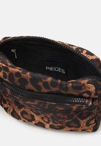 Pieces - PCMAURA CROSS BODY - Across body bag - black - 2