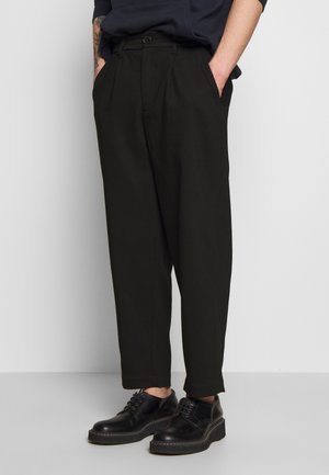 HELTASKELTER - Trousers - black