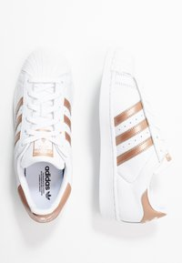 adidas Originals - SUPERSTAR METALLIC GLIMMER SHOES - Sneakers laag - footwear white/copper metallic/core black - 3