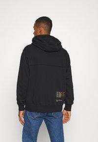 Nike Sportswear - HOODIE - Sudadera con cremallera - black/gold - 2