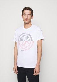 Michael Kors - TARGET TEE - Print T-shirt - white - 0