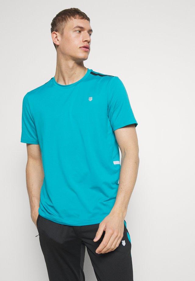 HYPERCOURT CREW TEE  - T-shirt med print - algiers blue