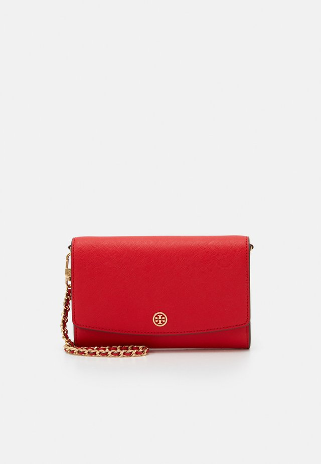 ROBINSON CHAIN WALLET - Across body bag - brilliant red