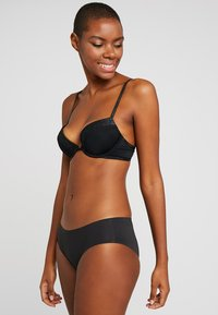 Calvin Klein Underwear - FLIRTY PLUNGE - Push-up BH - black - 1