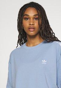 adidas Originals - TEE - T-shirts med print - ambient sky - 4