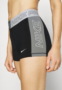 Nike Performance - SHORT - Collant - black/sail/iron grey - 4