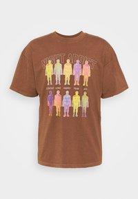 Night Addict - INFRA UNISEX - T-shirt z nadrukiem - brown/black acid wash - 5
