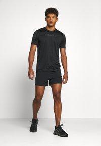 Craft - CORE ESSENCE TEE  - T-shirt z nadrukiem - black - 1