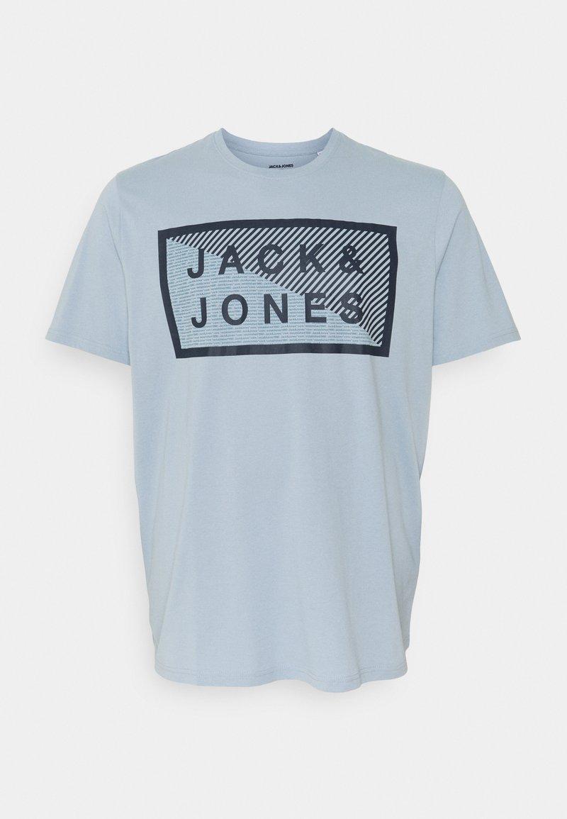 Jack & Jones - JCOSHAWN TEE CREW  NECK - Print T-shirt - dusty blue