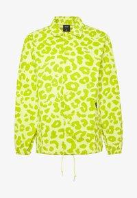 HUF - LEOPARD COACH JACKET - Summer jacket - hot lime - 3