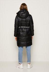 Calvin Klein Jeans - LOGO BELT WAISTED LONG PUFFER - Winter coat - black - 2