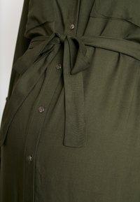 MAMALICIOUS - MLMERCY  WOVEN SHIRT DRESS - Sukienka koszulowa - climbing ivy - 6