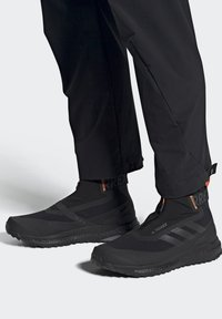 adidas Performance - TERREX BOOST COLD.RDY PRIMEKNIT HIKING SHOES - Chaussures de marche - schwarz / orange - 1