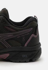ASICS - GEL-VENTURE 8 WP - Trail running shoes - black/grape - 5