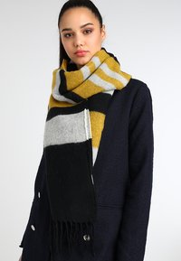KIOMI - Scarf - white/black/yellow - 0