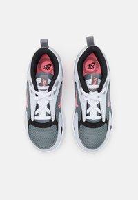 Nike Sportswear - AIR MAX BOLT UNISEX - Sneakers basse - smoke grey/metallic silver/football grey - 3