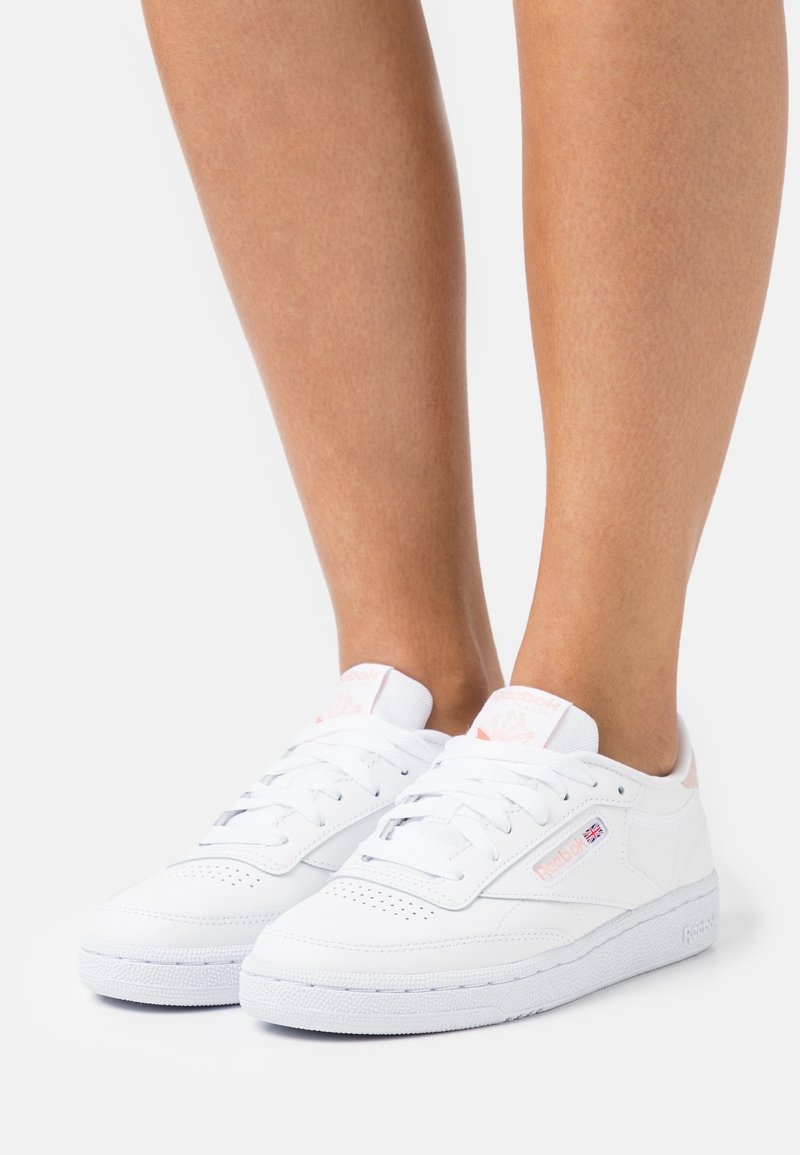 Reebok Classic - CLUB C 85 - Zapatillas - white/aura orange/ceramic pink