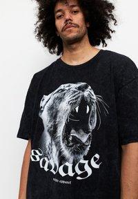 Multiply Apparel - SAVAGE - T-shirt med print - acid black - 3