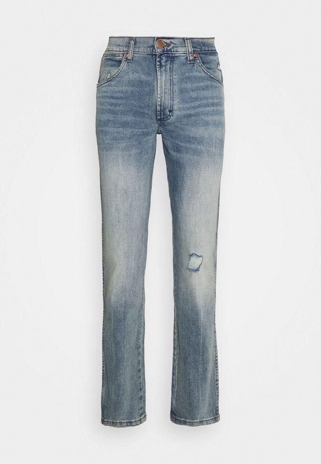 GREENSBORO - Jeansy Straight Leg - dusty light