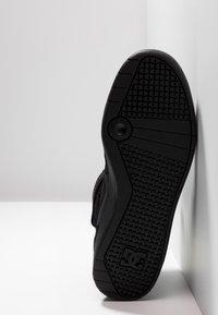 DC Shoes - PENSFORD UNISEX - Zapatillas skate - black - 4