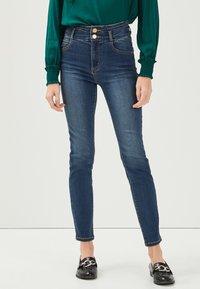 Cache Cache - MIT HOHER TAILLE - Slim fit jeans - denim stone - 0