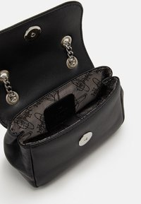Vivienne Westwood - EMMA SMALL PURSE WITH CHAIN - Kabelka - black - 2