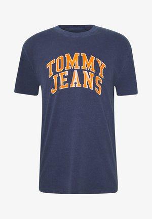 NOVEL VARSITY LOGO TEE - Camiseta estampada - twilight navy