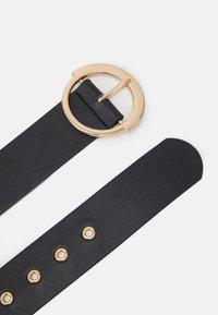 Pieces - PCSEPHANIE WAIST BELT - Waist belt - black/gold-coloured - 1