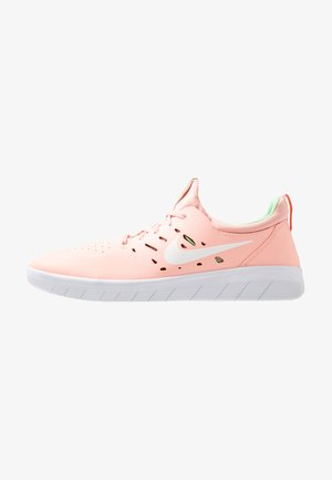 NYJAH FREE - Skate shoes - bleached coral/white/aphid green