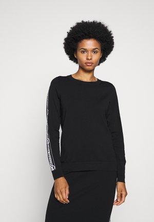 LOGO SIDE CREW - Sweter - black