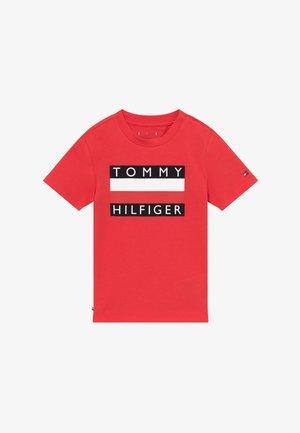 BABY FLAG  - Print T-shirt - red