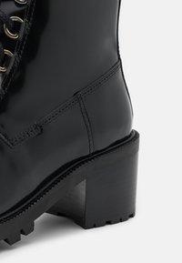 maje - Lace-up ankle boots - noir - 4