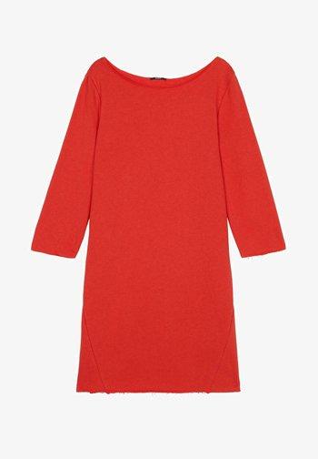 MIT U-BOOT-AUSSCHNITT - Jersey dress - red lipstick