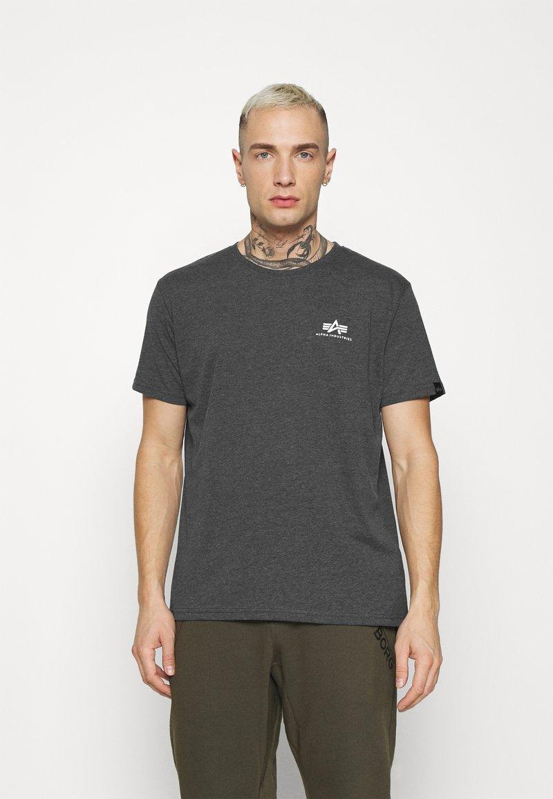 Alpha Industries - BASIC SMALL LOGO - Basic T-shirt - charcoal heather/white