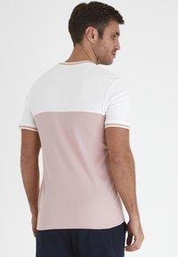 Tailored Originals - TOANFRED  - Camiseta estampada - milky white - 2