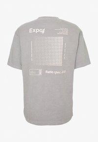 Topman - UNISEX WASHED TEE - Print T-shirt - grey - 2