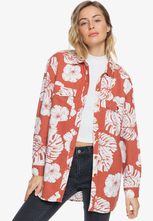 TURN IT UP - Camisa - coral
