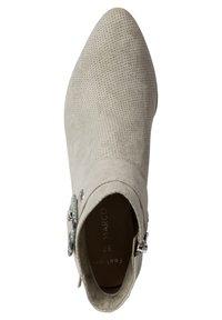 Marco Tozzi - Kotníkové boty na klínu - moss comb - 1