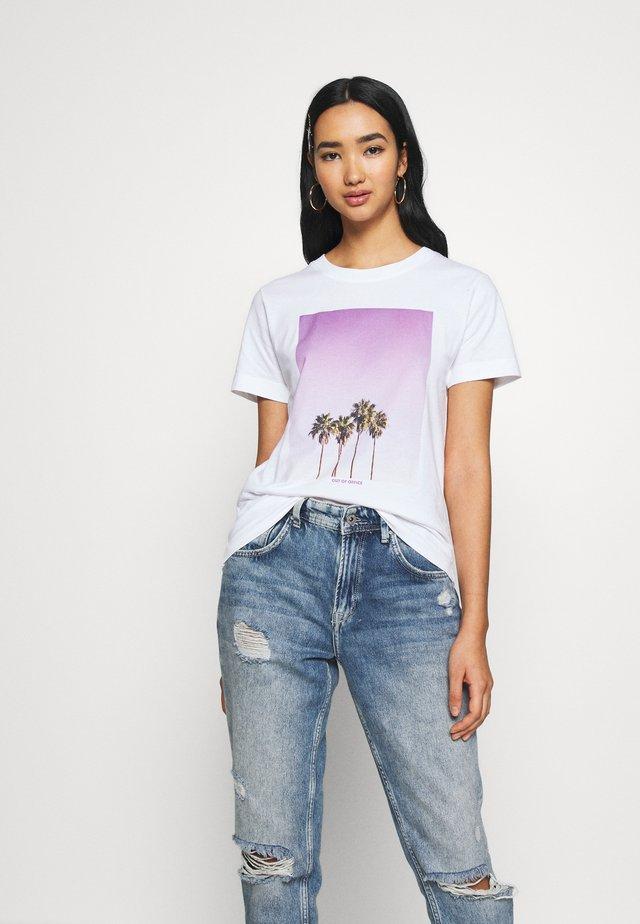 MYSEN PALMS - T-shirt imprimé - white