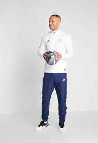 Nike Performance - PARIS ST GERMAIN DRY SUIT SET - Verryttelypuku - white/midnight navy/pure platinum/university red - 1
