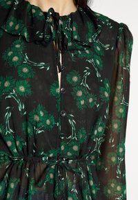 Topshop Tall - ARCH DAISY FLORAL BED - Blouse - green - 5