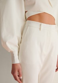 NA-KD - STRAIGHT SUIT PANTS - Trousers - white - 4