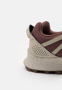Merrell - LONG SKY SEWN - Běžecké boty do terénu - marron - 5
