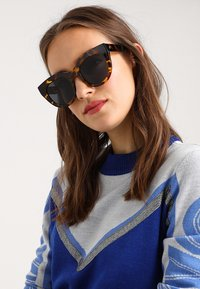 Le Specs - AIR HEART - Sunglasses - syrup tort - 1