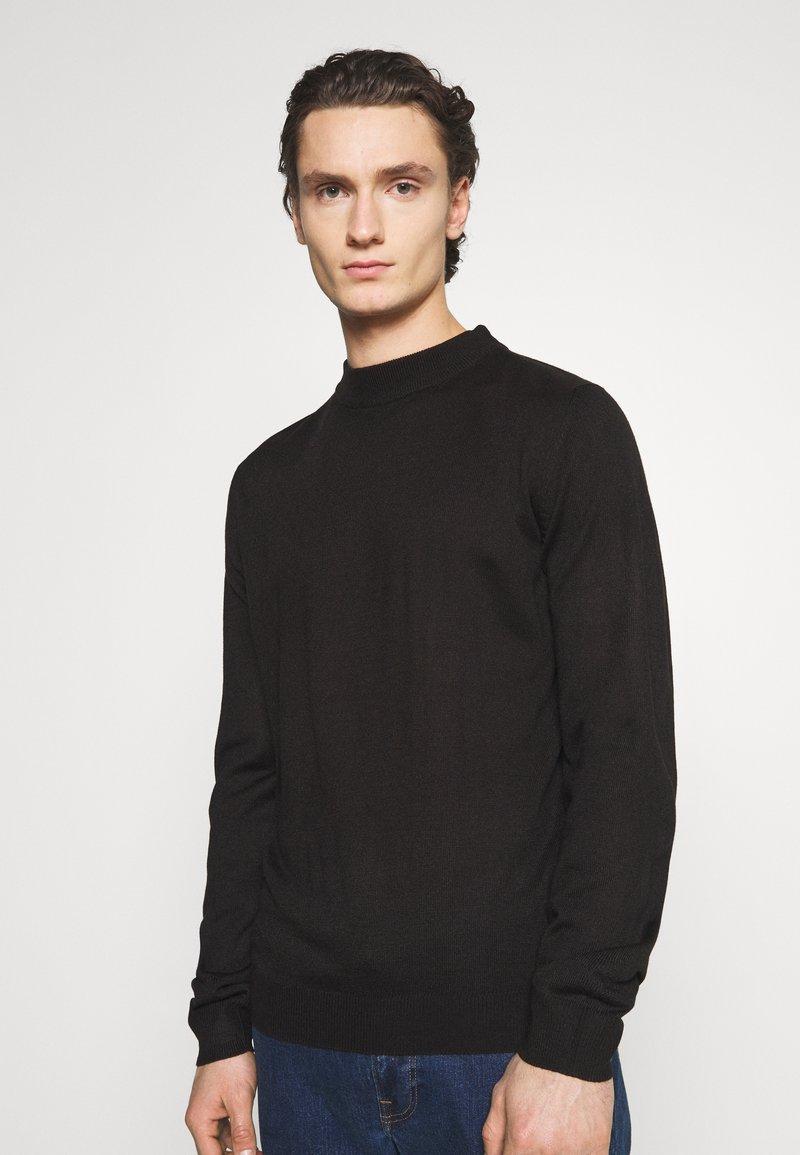 Newport Bay Sailing Club - TURTLE NECK - Stickad tröja - black
