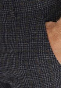 Casual Friday - PATRIK SMALL CHECKED PANTS - Trousers - navy blazer - 4