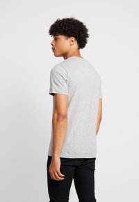 Levi's® Extra - Print T-shirt - mid tone grey heather - 2