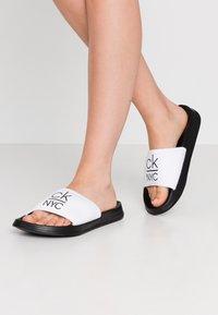 Calvin Klein Swimwear - SLIDE - Sandaler - classic white - 0